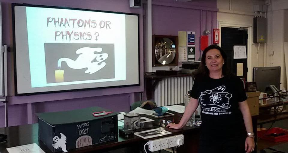 Nuria Muñoz en el encuentro de profesores de Física en Inglaterra
