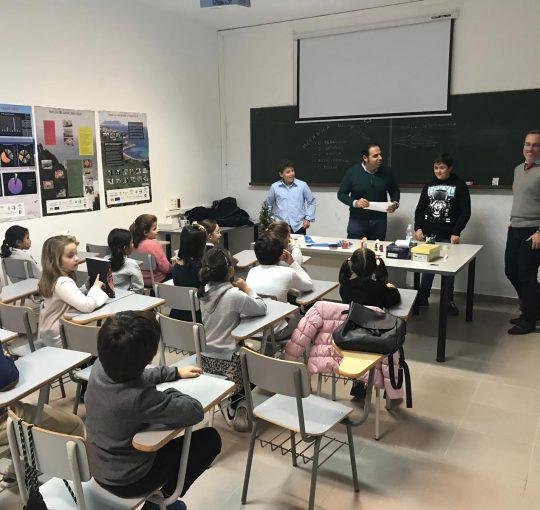 """Los Viernes Toca Ciencia. Taller 14 de Diciembre """"Aviones de Papel"""""""