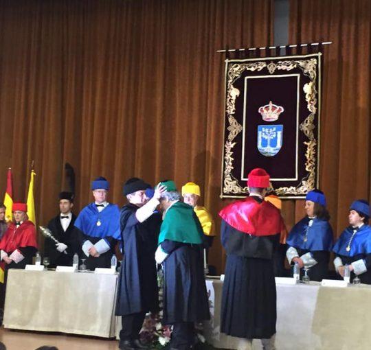 INVESTIDURA Dr HONORIS CAUSA DE PEPE CHAMIZO