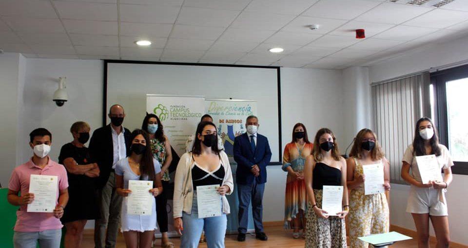 ENTREGA DE DIPLOMAS Y FINALISTAS DE NUESTRAS BECAS